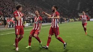 Saul Niguez (L) and team mates celebrate