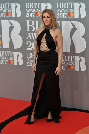 Ellie Goulding wore this thigh-splitting rock-chic dress with chain detail.