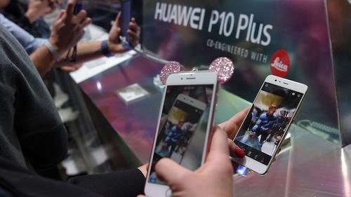 The Huawei P10 has a dual lens main camera