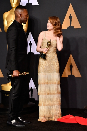 Best Supporting Actor Mahershala Ali and Best Actress winner Emma Stone