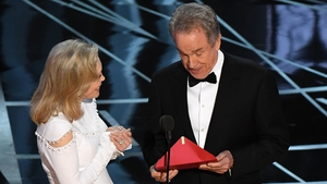 Warren Beatty and Faye Dunaway get second chance at presenting at the Oscars