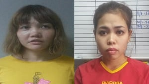Doan Thi Huong (L) and Siti Aisyah (R) are to be charged with the murder of Kim Jong-nam
