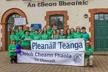 Micheál Mac Aoidh, Oifigeach Pleanáil Teanga,  Diane Ní Chanáin agus Hamish Learmont.