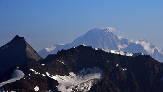 Ski resorts close down due to heavy snowfall and avalanche warnings