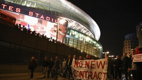 Fans protesting outside the Emirates before the Bayern Munich game