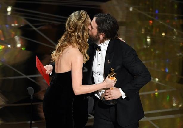 Larson Says She Can T Remember Giving Affleck Oscar,Christina On Coast Tarek El Moussa Ex Wife