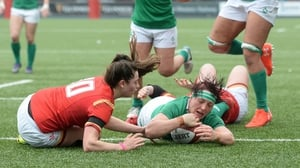 Lindsay Peat scores Ireland's first try