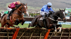 Willie Mullins' Penhill (R) surged to victory
