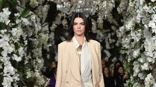 Kendall Jennerhas sacked her security guard after she was robbed last week