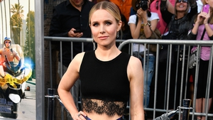 Actress Kristen Bell appeared on the red carpet for the premiere of her husband Dax Shepard's new movie CHiPS. The actress revealed a boho-chic spring look that we simply love!