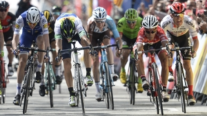 Ireland's Dan Martin (L) is beaten to the line by stage winner Alejandro Valverde (2nd L)
