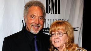 Tom Jones pictured with his late wife Linda who passed away in 2016