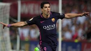 Luis Suarez celebrates his goal against Granada