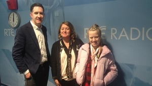 Cormac Ó hEadhra with Liz and Michaela Delaney, who shared their incredible story on organ donation.