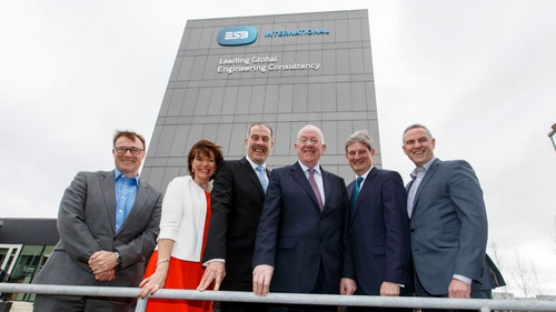 ESB CEO Pat O'Doherty (second from right) and Minister for Foreign Affairs & Trade Charlie Flanagan (third from right) at today's announcement