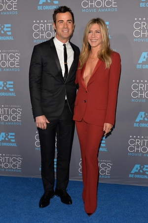 Matching Tux moment! Justin rocks his Dior suit and Jen's Gucci red number is mesmerizing! They were papped at the Critics' Choice Movie Awards in 2015.