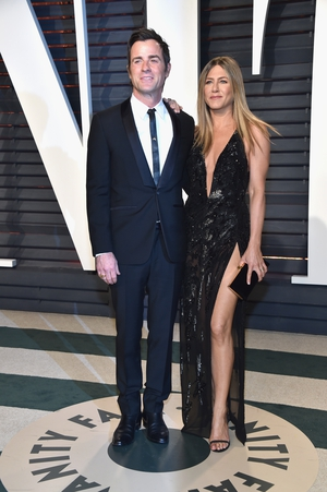Swish schwoo - the couple went all out, with Jen wearing Versace, at the 2017 Vanity Fair Oscar Party!