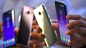 The new smartphone has received favourable reviews ahead of the start of sales in South Korea, the United States and Canada on 21 April