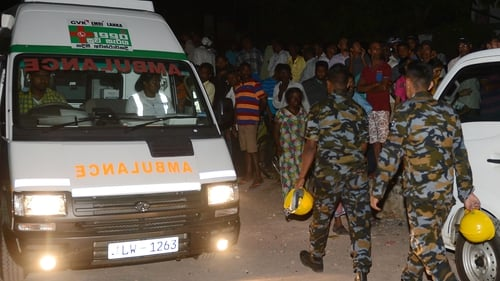 Sri Lankan soldiers arrive to help in the rescue operations