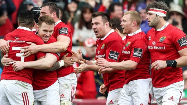 Munster celebrate Keith Earls' try
