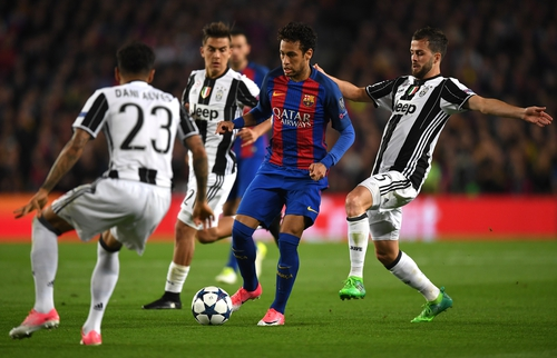 Barcelona fans, players, coach stay positive after CL exit