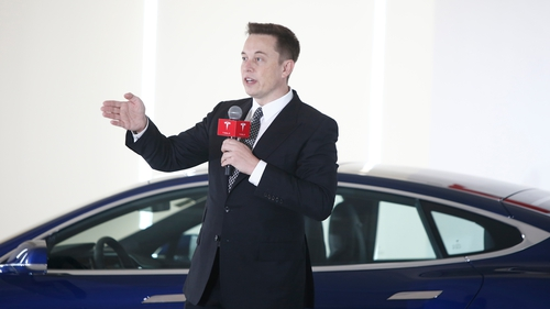 Elon Musk reports Tesla 'delivery logistics hell'