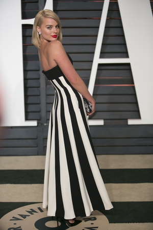 Margot looks like an Old Hollywood beauty at the 2015 Vanity Fair Oscar Party in a Dior dress!
