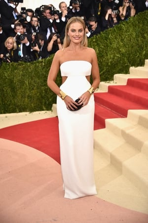 At the 'Manus x Machina: Fashion In An Age Of Technology' Costume Institute Gala in 2016, Margot is wearing a Calvin Klein dress and Tiffany & Co. jewels. Flawless.
