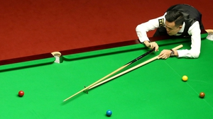 Marco Fu held on to reach the last eight