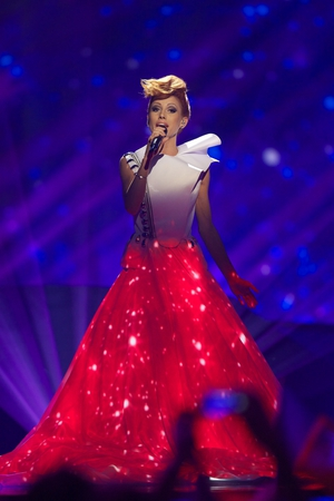 Singer Aliona Moon who represented Moldova in 2013 saw the big picture. Her textured dress grew in height gradually with the song's climax. A storm was also projected on her dress. Very cosmic and at the cutting edge of technology!