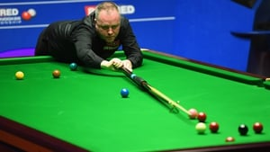 John Higgins holds an overnight 10-6 lead in his semi-final against Barry Hawkins