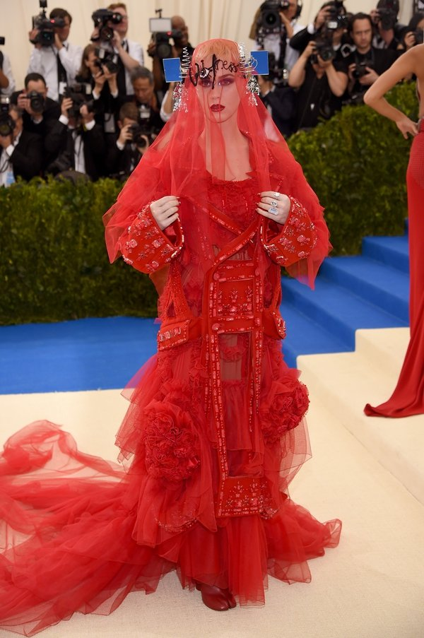 Would you recognise the famous pop singer under this red veil? Katy Perry is an unusual Madonna in this Maison Margiela number.