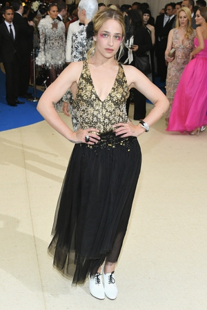 Jemima Kirke's Chanel tulle dress is beautiful. She pimped it with hair accessories and eccentric make up!