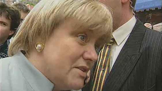 Northern Secretary Mo Mowlam in Belfast (1997)
