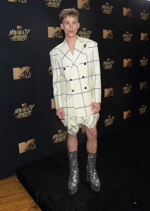 Tommy Dorfman of '13 Reasons Why' fame made a splash on the red carpet with his outfit. Props for being able to walk in those disco ball shoes!