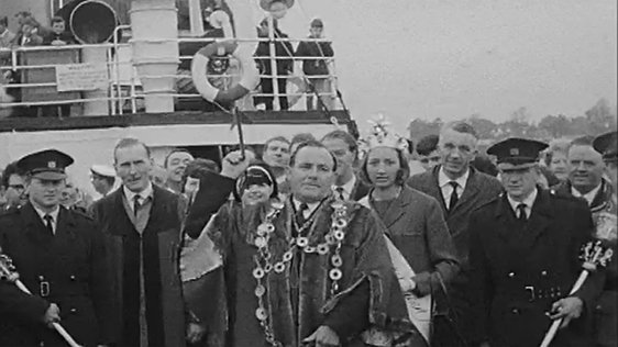 Limerick's Mayor Vincent Feeney throws a ceremonial dart into the river Shannon (1967).
