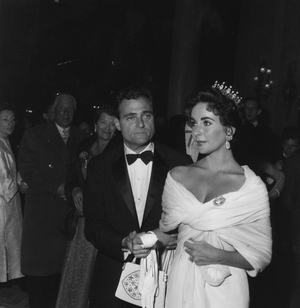 American legend Elizabeth Taylor with her third husband (1957-'58), producer Mike Todd, at the Cannes Film Festival in 1957. She looks like a real queen.