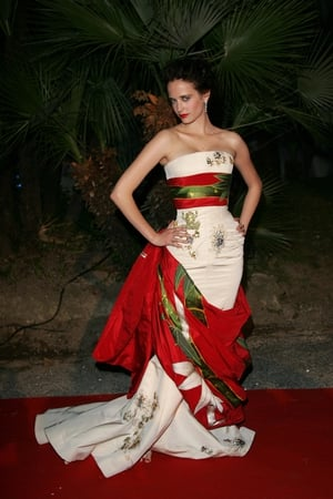 The beauty Eva Green strikes a pose in a Dior Couture kimono-inspired gown in 2007.