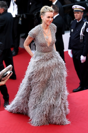 Naomi Watts is amazing all in feathers in this Elie Saab Couture in 2015.