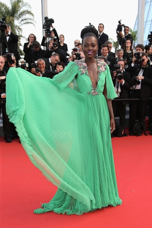 This Gucci gown is magnificent and so is Lupita Nyong'o in 2015! We love the floral details and the actress' moves!