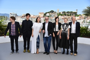 Day One - Wednesday May 17: Mathieu Amalric, Louis Garrel, Marion Cotillard, Arnaud Desplechin, Charlotte Gainsbourg, Alba Rohrwacher and Hippolyte Girardot. We are loving Marion's chic look.