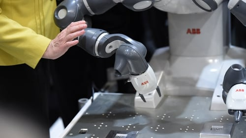 Study foresees robots swiftly replacing humans in the accounting, client management, industrial, postal and secretarial sectors