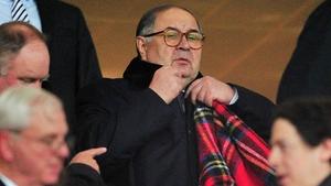 Russian Usmanov wants to take control at Arsenal