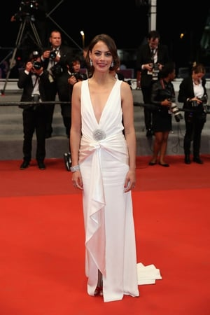 Day Five - Sunday May 21: Hollywood glamour for the lovely French actress Bérénice Bejo in this plunging neckline gown.