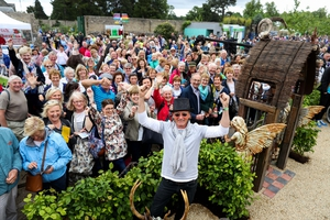 The Bloom visitors are clearly delighted for Des