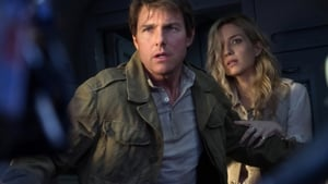 Annabelle Wallis and Tom Cruise in The Mummy
