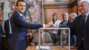 Emmanuel Macron casts his vote