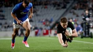 Beauden Barrett dives over
