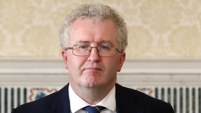 Chothaigh cinneadh Sheamuis Woulfe a bheith ag dinnéar gailf an Oireachtais i mí Lúnasa, aighneas i measc breithiúna sa Chúirt Uachtarach.