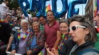Varadkar joins 30,000 people in Dublin Pride Parade | RTÉ News